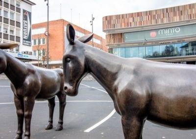 """""""Donkey's Way"""" Kunst im öffentlichen Raum von Rita McBride auf dem Sonnenplatz Innenstadt Mönchengladbach"""