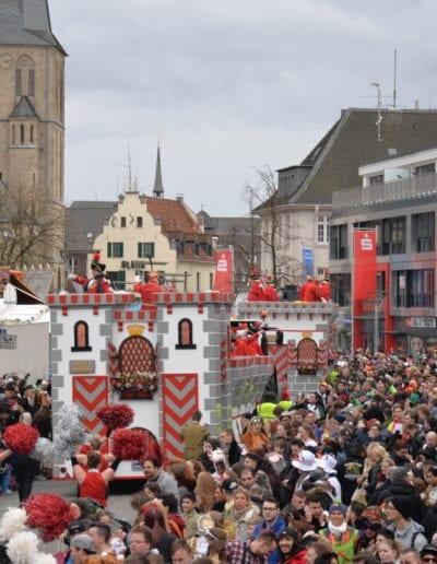 Der Veilchendienstagszug in Mönchengladbach