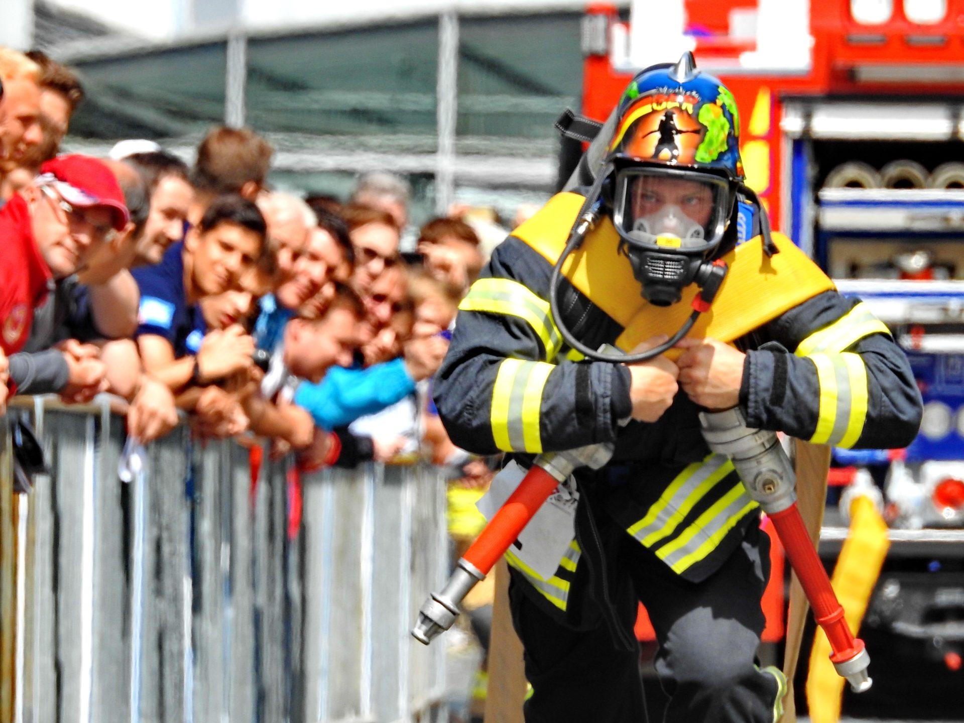 Gesucht wird der härteste Feuerwehrmann der Welt!