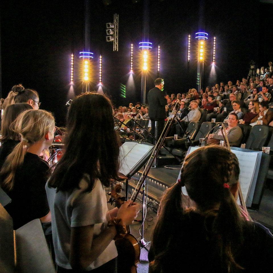 Movies in Concert - Musikschule spielt Filmmusik im Comet Cine Center