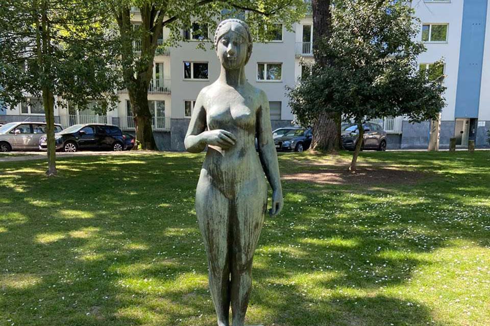Die erste Eva wurde bei einem Bombenangriff auf Berlin beschädigt, erst 3 Jahre später fertiggestellt