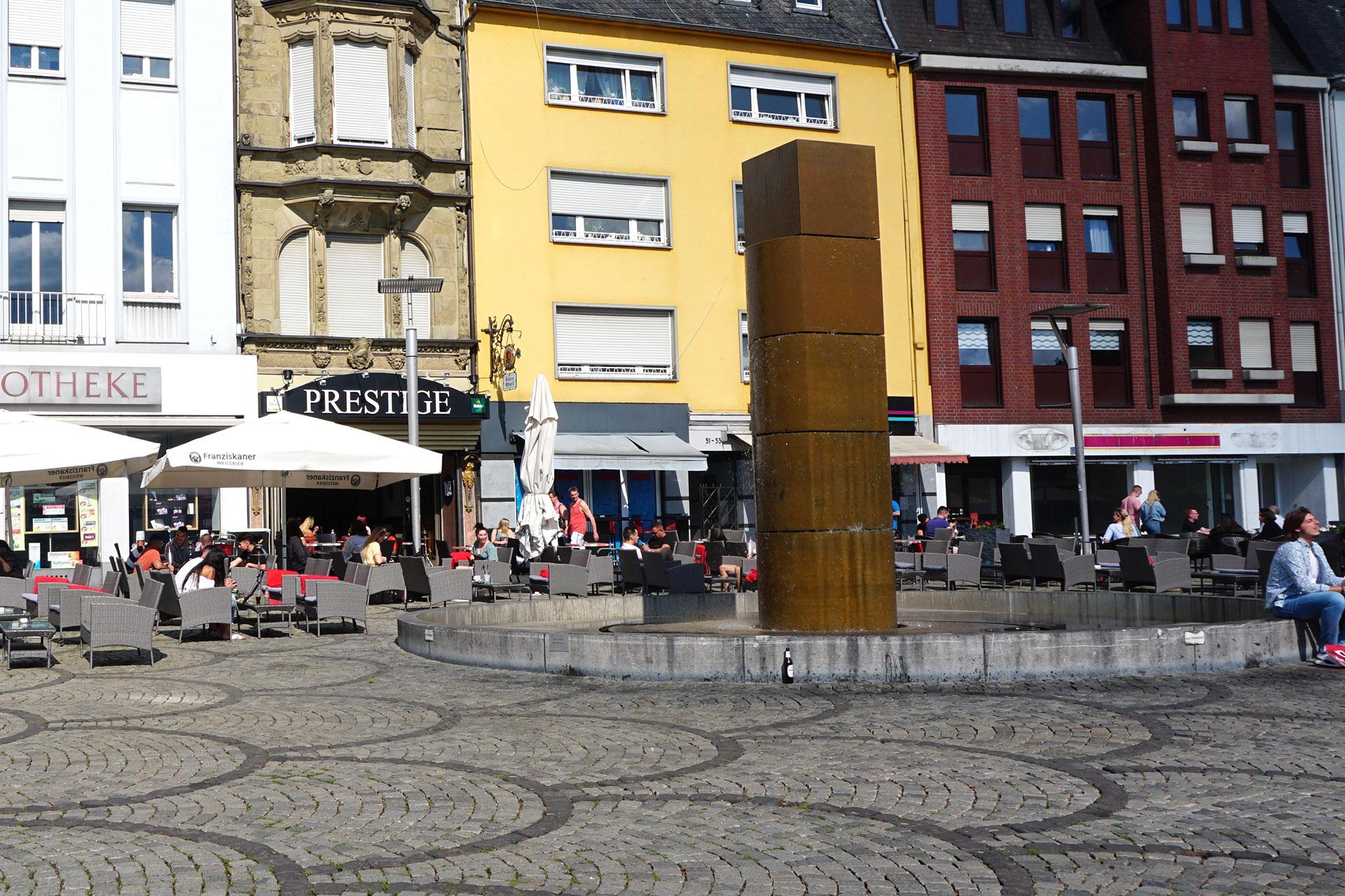 Brunnen von Erwin Heerich auf dem Alten Markt in Mönchengladbach