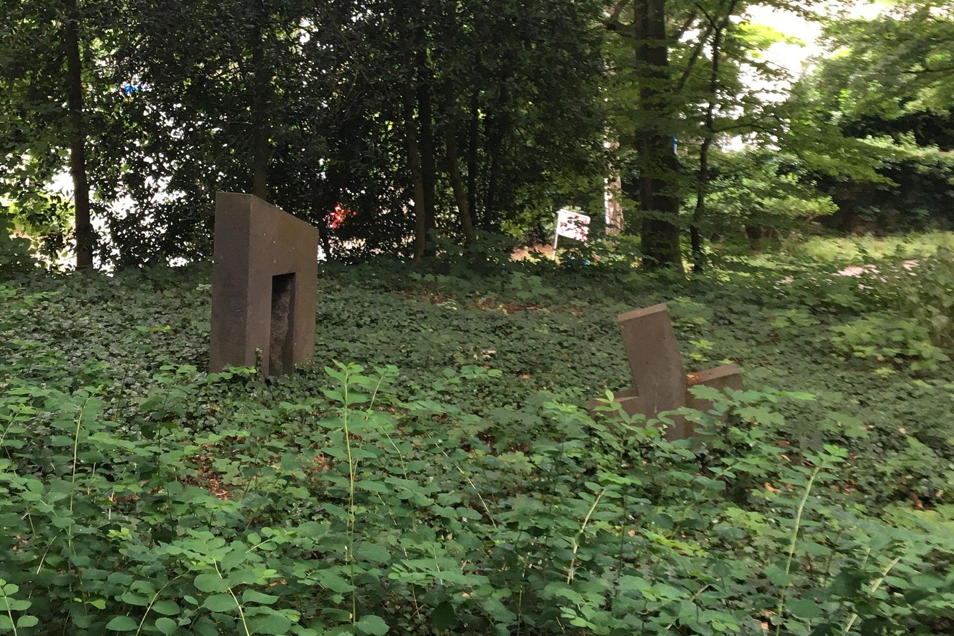 Torso und Figur aus zwei Teilen von Wolfgang Hahn im Bunten Garten Mönchengladbach